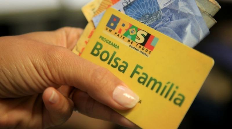 """Resultado de imagem para Governo retira 1,3 milhão de beneficiários do Programa Bolsa Família"""""""
