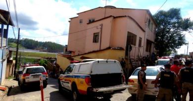 Operação policial termina com 4 presos após tumulto e disparo de arma de fogo em Itabira.