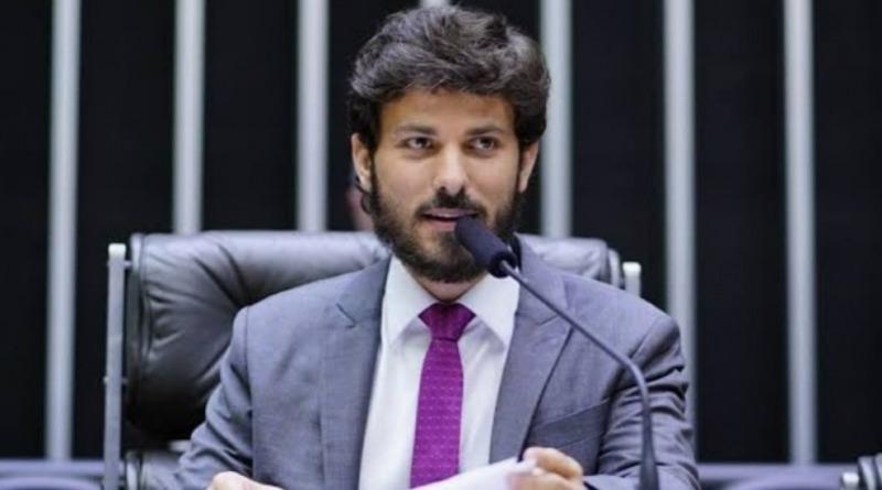 Deputado Marcelo Aro protocola PL que impede a devolução de auxílio emergencial.