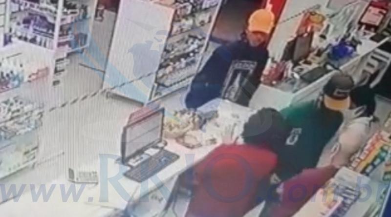Bandidos assaltam farmácia e levam carro do proprietário em Itabira.
