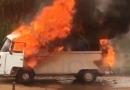 Kombi pega fogo no Distrito Industrial de Itabira